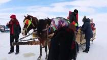 ÇıLDıR GÖLÜ - Buzla Kaplı Çıldır Gölü Turistleri Cezbediyor