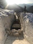 Çığ Düşen Yolda Kar Yüksekliği 13 Metreyi Buldu