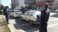 ATATÜRK BULVARI - Yayaya Yol Veren Otomobile Arkadan Çarptı Açıklaması 1 Yaralı