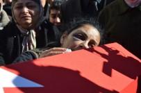 Askerlik Yolunda Ölen Gencin Cenazesi 'En Büyük Asker, Bizim Asker' Sloganlarıyla Defnedildi