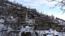 Hizan'ın Taş Evlerinin Manzarası Kışın Bir Başka Güzel