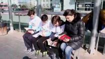20 DAKİKA - Öğrenciler Tramvay Duraklarında Kitap Okudu