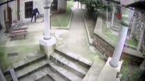 CERRAHPAŞA - Vakıf Bahçesinden Kurşun Levha Çalan Zanlı Yakalandı