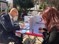 GENÇLİK MERKEZİ - Akhisar Gençlik Merkezinden Türk Kızılayına Destek