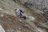 Artvin'de Motosiklet Sürücüsü Uçuruma Yuvarlandı