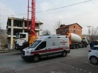 BETON MİKSERİ - Beton Mikseri Elektrik Tellerine Çarptı, Operatör Ağır Yaralı