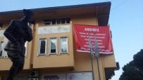 İSTİFA - DP'li Belediye Başkanı İlçede 'Andımız' Pankartları Astırdı