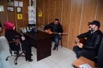 BAŞKAN ADAYI - Esnaf 'Başkanım' Dedi, Sazla Türküyle Karşıladı