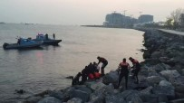 DENİZ POLİSİ - Fatih'te Afgan Uyruklu Genç Denizde Boğularak Öldü