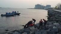 DENİZ POLİSİ - Fatih'te Denize Düşen Genç Boğuldu