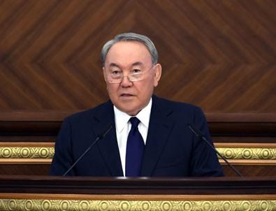 Kazakistan siyasetinde deprem