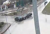 KIRMIZI IŞIK - Kırmızı Işıkta Geçen Sürücünün Sebebiyet Verdiği Kaza, MOBESE Kamerasında