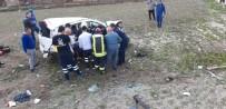 Otobüs Durağına Çarpıp Tarlaya Yuvarlandı Açıklaması 3 Yaralı
