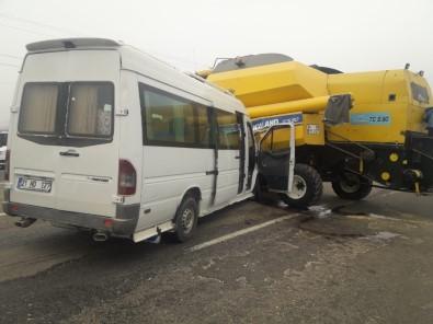 Diyarbakır'da Trafik Kazası Açıklaması 6'Sı Öğrenci 14 Yaralı