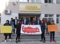ALEYNA - Öğrenciler Vatandaşlara Ördükleri Fileleri Dağıttı