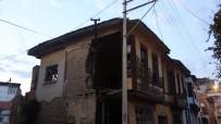 Yıkılma Tehlikesi Olan Ev Boşaltıldı