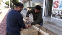 Sokak Köpekleri İçin Dört Kıtadan Yardım Topladılar