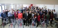 Uşak'ta Gençlere Kitap Ve Bisiklet Hediye Edildi
