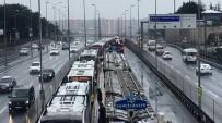 METROBÜS DURAĞI - İstanbul'da Metrobüs Kazası Açıklaması 3 Yaralı