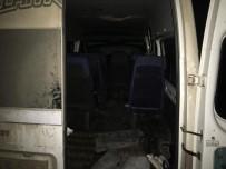 EMNİYET AMİRLİĞİ - 15 Kişilik Minibüsten 44 Kaçak Göçmen Çıktı