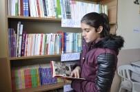 Ziya Selçuk - Bakan Selçuk Öğrencilerin Kitap Talebini Geri Çevirmedi