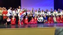 Halk Dansları Topluluğu Ayakta Alkışlandı