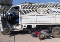 Kamyonet İle Motosiklet Çarpıştı Açıklaması 2 Yaralı