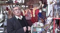 Tarihi Ve Kültürü 10 Metrekarelik Dükkanında Yaşatıyor
