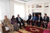AYKUT PEKMEZ - Vali Pekmez Şehit Ahmet Demir'in Ailesi İle Bir Araya Geldi