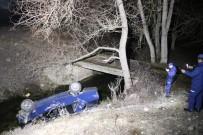 'Dur' İhtarına Uymayan Sürücü, Önce Polis Aracına Çarptı Sonra Köprüden Uçtu