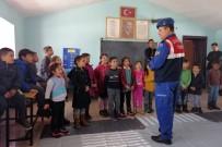 Gümüşhane'de Jandarma Trafik Dedektiflerini Bilgilendiriyor