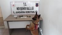 ŞÜPHELİ ARAÇ - Jandarma Uyuşturucudan 2 Kişiyi Yakaladı