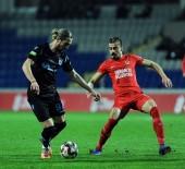 KALE ÇİZGİSİ - Ziraat Türkiye Kupası Açıklaması Ümraniyespor Açıklaması 0 - Trabzonspor Açıklaması 1 (İlk Yarı)