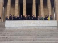 Büyükşehir Aydınlı Kadınları Anıtkabir'e Götürdü