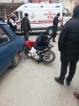 Motosiklet Sürücüsü Sıkıştığı Yerde Yardım Bekledi