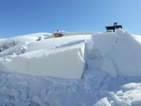Tunceli'de Kar 34 Köy Yolunu Ulaşıma Kapattı