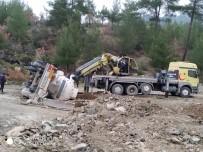Bursa'da Tanker Devrildi, Kimyasal Madde Paniği Yaşandı