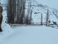 İl Özel İdare Karla Mücadele Ekipleri Yolu Açtı, Dicle Elektrik Onardı