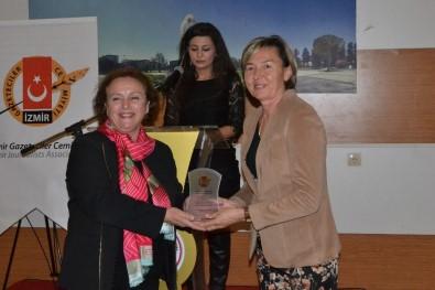 İzmir Gazeteciler Cemiyeti Futbol Turnuvasının Ödülleri Verildi