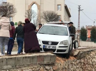 Kontrol Çıkan Araç İstinat Duvarında Durabildi