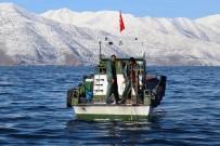 HAVA SICAKLIKLARI - (Özel) Soğuk Havalarla Birlikte Van Gölü Nefes Aldı
