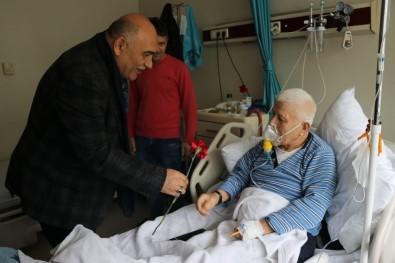 Şahin Eşi İle Birlikte Hastaları Ziyaret Edip Moral Verdi