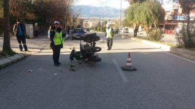 Ters Yönde İlerleyen Engelli Motosikletli Kaza Yaptı