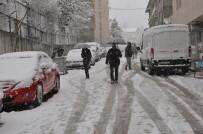 Tunceli'de Kar 150 Köy Yolunu Ulaşıma Kapattı