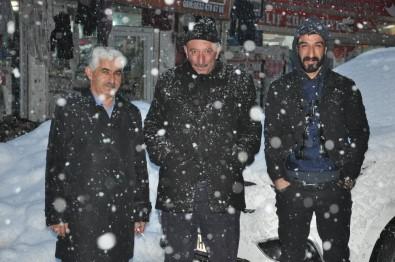 Yüksekova'da Kar Yağışı Hayatı Felç Etti