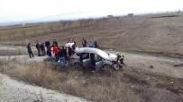 Otomobil Tarlaya Yuvarlandı Açıklaması 3 Yaralı