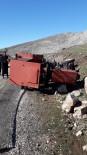 Traktör Devrildi Açıklaması 4 Yaralı