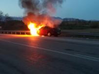 Alev Topuna Dönen Otomobili İtfaiye Söndürdü