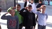 Çocuklar Polisi Asker Selamıyla Karşıladı, Polis PKK Yazılarını Ay Yıldız İle Kapattı