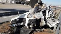 Hafif Ticari Aracıyla EDS Direğine Çarpan Sürücü Ağır Yaralandı